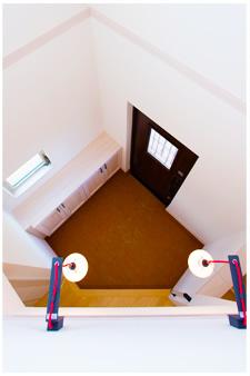 2階から見下ろせる玄関