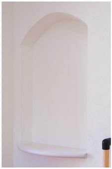 玄関を彩るおしゃれな飾り棚