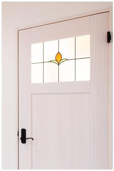 真っ白の扉